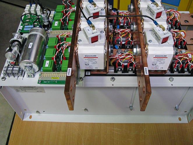 umpolbarer Thyristorgesteuerter-Gleichrichter 670VDC / 900A für Kranantriebe