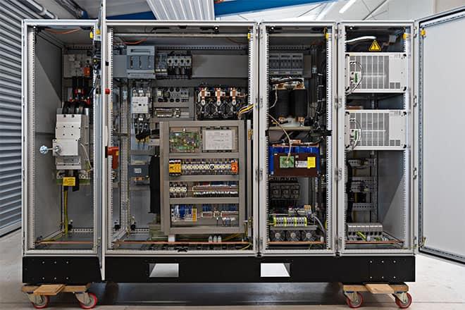 Schaltschrank Steuer-und Leistungsteil einer Plasmanitrieranlage 800V 320A